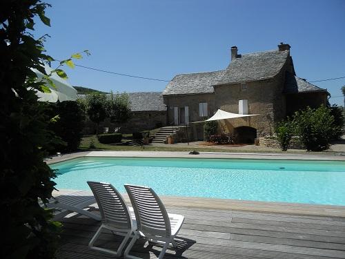 Gite aveyron ostal occitan g te de charme en aveyron avec for Location gite avec piscine aveyron