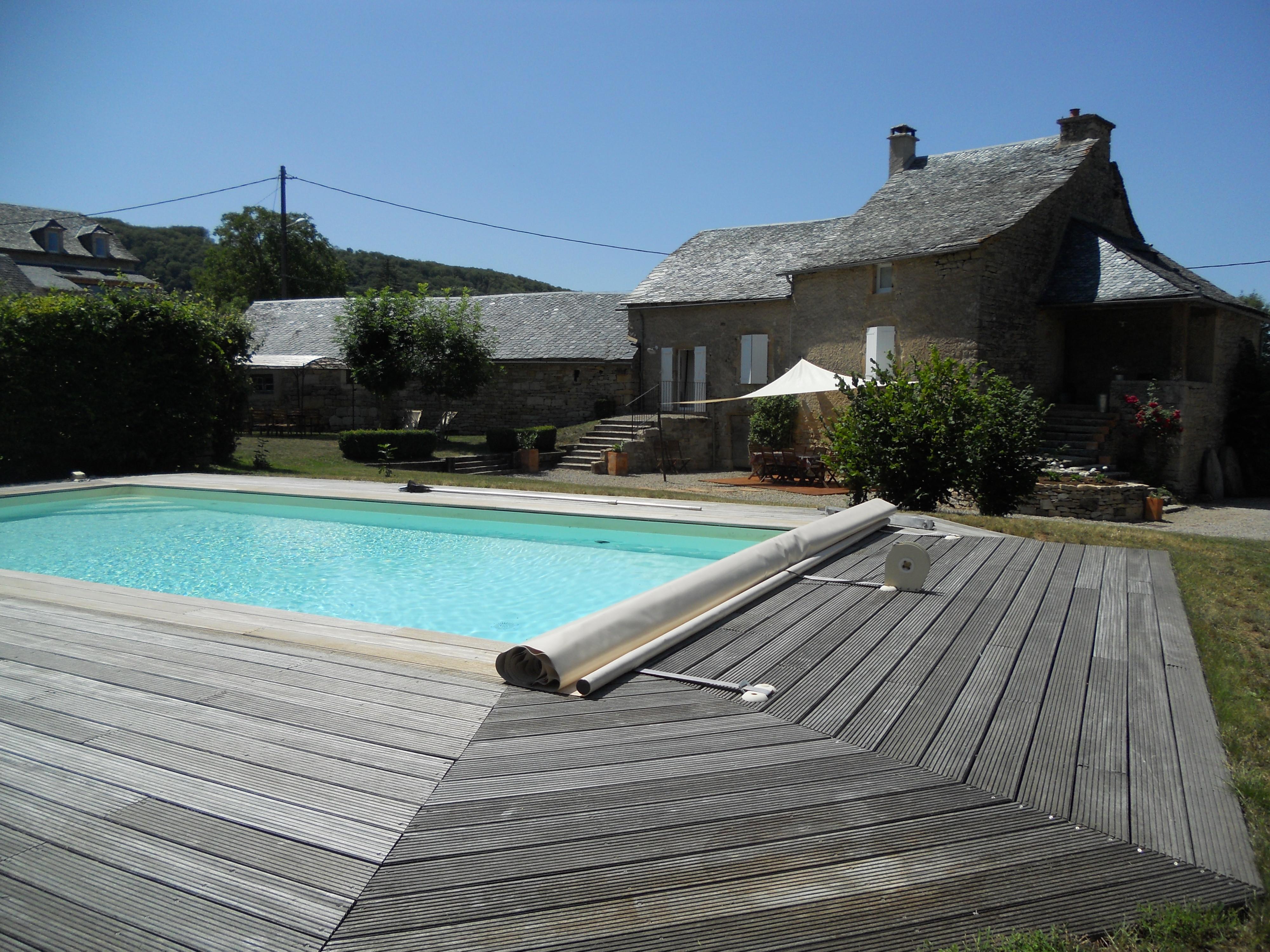 location maison avec piscine aubrac ventana blog. Black Bedroom Furniture Sets. Home Design Ideas